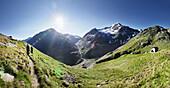 Hikers on their way to the Martin Busch Hut, Mutmalspitze, Oetztaler Alps, Tyrol, Austria