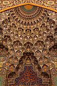 Intricate details on wall inside musalla, Sultan Qaboos Grand Mosque, Muscat, Masqat, Oman, Arabian Peninsula