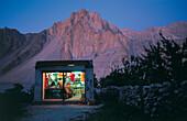 Laden mit Cold Drink Schriftzug in Karakoram, Pakistan, Asien