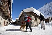 France, Alps, Savoie, Bonneval sur Arc, skiers