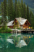 Canada, BC, Yoho National Park, Emerald Lake, Lodge