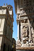 France, Provence Alpes Cote D'Azur, Bouches du Rhône (13), Arles, Saint Trophime chuch (Unesco world Heritage) and city hall