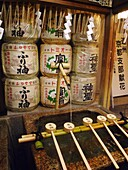 JAPON, KYOTO, Ablution ladles at the entrance of a shinto shrine