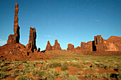 The Totem and and Yei Bi Chei rock formations, Monument Valley, Utah/Arizona, USA.
