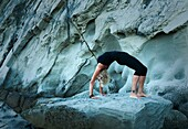 20's, 30's, adult, balance, beach, fit, healthy, mid adult, outdoor, rock, sport, stretch, woman, Yoga, young, young adult, A75-1288141, AGEFOTOSTOCK