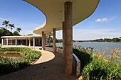 Brasil, Minas Gerais, the capital Belo Horzonte, by Pampulha lake, dance hall and resaurant built by architect Oscar Niemeyer and now a museum to Niemeyer work// Bresil, Minas Gerais, la capitale Belo Horizonte, au bord du lacde Pampulha, restaurant et da