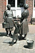 Germany, Xanten, Rhine, Lower Rhine, North Rhine-Westphalia, NRW, sculpture group women at the water pump by sculptor Bonifatius Stirnberg