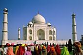 Agra, arabesque, Arjumand Banu, crowd, Crown Palace. Agra, Arabesque, Arjumand, Banu, Crowd, Crown, Domes, Holiday, India, Asia, Interlocking, Islamic, Jahan, Khurram, Landmark, Mah