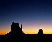 Arizona, barren, buttes, desert, horizon, isolated, . America, Arizona, Barren, Buttes, Desert, Holiday, Horizon, Isolated, Isolation, Landmark, Mesas, Mittens, Monument valley, Rock