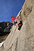 Young man climbing Multerkarwand, Treffauer, Wegscheidalm, Wilder Kaiser, Kaiser Mountain Range, Tyrol, Austria