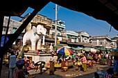Myanmar (Burma), Mandalay State, Mandalay, the Kyain Tan Zay market