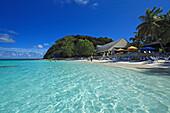 Menschen am Pineapple Beach, Antigua, Westindische Inseln, Karibik, Mittelamerika, Amerika
