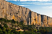 cliff , France , holiday , horizontal , lioux , mountain , outdoor , Provence , tourism , Tourist attraction , travel , vacation , Vaucluse , World travel , V04-1554436 , AGEFOTOSTOCK