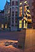 Beleuchtet , Bremen , Deutschland , Europa , Gerhard , Geschichte , Märchen , Marcks , Musiker , Skulptur , Stadt , Vertikal , Vision , Wahrzeichen , V04-1589816 , AGEFOTOSTOCK