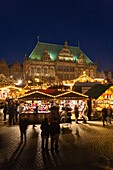 architecture , atmosphere , atmospheric , Bremen , building , Christmas , Christmas market , color image , Europe , evening , festive , Germany , illuminate , light , lights , lit , market , mood , outdoor , season , seasonal , town hall , twilight , unes