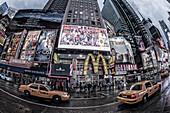 Times Square mit Taxi in der Abenddämmerung, 42th, Broadway, Manhattan, New York City, New York, USA