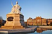 England,London,Kensington,Queen Victoria Statue and Kensington Palace