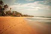 Langer Sandstrand Langzeitbelichtung, Hikkaduwa, Galle Distrikt, Sri Lanka, Indischer Ozean