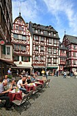 D-Bernkastel-Kues, health spa, Moselle, Middle Moselle, Rhineland-Palatinate, market place, half-timbered house, people sitting in a sidewalk restaurant