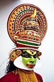 Kathakali theatre dancer, kathakaly, Kochi, Cochin, Kerala, India.