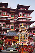 Asia, Singapore, Chinatown, Buddha Tooth Relic Temple, Temple, Temples, Chinese Temple, Chinese, Indian, Hindu, Tamil, Hindu Festival, Tamil Festival, Cultural Integration, Racial Integration, Racial Harmony, Tourism, Holiday, Vacation, Travel. Asia, Sing