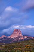 USA, Vereinigte Staaten, Amerika, Spitze, Berg, Gletscher, Nationalpark, MT, Montana, Herbst, Sonnenaufgang, Stimmung, stimmungsvoll, rockies, Rocky Mountains, Berge, Chief mountain,. USA, Vereinigte Staaten, Amerika, Spitze, Berg, Gletscher, Nationalpark
