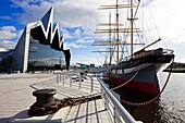 Riverside Museum, with the tall ship ´Glenlea´ on the River Clyde, at Partick, Glasgow, Scotland, UK, Great Britain