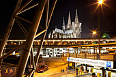 View of the Kölner Dom and central railway station at night, Cologne, Norh Rhine-Westfalia, Germany, Europe