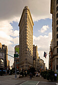 Flatiron Building, Fuller Building, known for its unusual triangular shape, at the crossing to 5th avanue, Broadway and 23rd street, Midtown Manhattan, New York City, New York, North America, USA