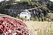 Helicopter flys carry net towards the Stuedlhut, supply air, Großglockner, Karls on the Grossglockner, Hohe Tauern, Austria