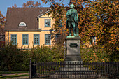 Lessing memorial with autumn leaves in honour of the poet Gotthold Ephraim Lessing, Brunswick, Lower Saxony, Northern Germany