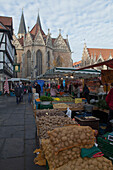 Medieval market square in the old town with Gewandhaus, Rueninger Customs House, St Martini church and old town hall, market in the foreground selling vegetables and potatoes, Brunswick, Lower Saxony, Germany