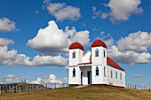 blocked for illustrated books in Germany, Austria, Switzerland: Ratana church on a hill near Raetihi, White church with red roof and twin towers representing Alpha and Omega, Ratana is a Maori religion, Raetihi, North Island, New Zealand