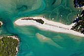 Luftaufnahme,Awaroa Inlet,Awaroa Sandbank,Farbenspiel des Wassers,Abel Tasman Nationalpark,Südinsel,New Zealand