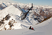 Helicopter landing with skiers and snowboarders, winter sports, Queenstown, South Island, New Zealand