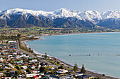 Kaikoura sweeping bay with snowcapped mountains, Kaikoura, East coast, South Island, New Zealand