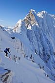 Man downhill skiing from Rote-Rinn-Scharte, Kaiser-Express, Wilder Kaiser, Kaiser mountain range, Tyrol, Austria