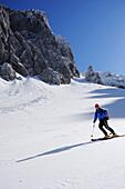Man downhill skiing from Rote-Rinn-Scharte to cirque Hoher Winkel, Kaiser-Express, Wilder Kaiser, Kaiser mountain range, Tyrol, Austria