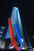 Magnet vor dem Shanghai World Financial Center Pudong bei Nacht, Shanghai, China