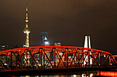 Waibaidu Bridge, Oriental Pearl Tower, Skyline am Bund, Huangpu-River, Shanghai, China