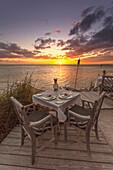 Restaurant DINING ROOM bei Sonnenuntergang, Little Palm Island Resort, Florida Keys, USA