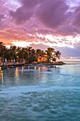 Restaurant DINING ROOM nach Sonnenuntergang, Little Palm Island Resort, Florida Keys, USA