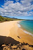 Hawaii, Maui, Oneloa or Big Beach, Couple with snorkel gear.