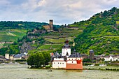 Germany, Rheintal , Rhein river, Pfalz bei Kaub (island castle) and Gutenfels Castle
