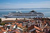 Cruise ship Oceana, P and O Cruises, docking at Terminal de Cruzeiros de Santa Apolonia near Alfama district, Lisbon, Lisboa, Portugal
