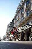 Außenansicht mit Haupteingang, Hotel La Maison Champs-Elysees, Design Martin Margiela, Paris, Frankreich