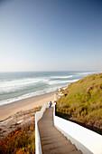 Treppe zum Strand, Atlantikküste nahe Hotel Areias do Seixo, Povoa de Penafirme, A-dos-Cunhados, Costa de Prata, Portugal