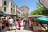 Market in the centre of Santanyi with church Sant Andreu on Placa Mayor, Mallorca, Balearic Islands, Spain