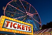 TICKETS SIGN DENOÕS WONDER WHEEL AMUSEMENT PARK CONEY ISLAND BROOKLYN NEW YORK CITY USA