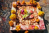 Making an offering ´Puja´ at Jagdish temple  Udaipur  Rajasthan  India.